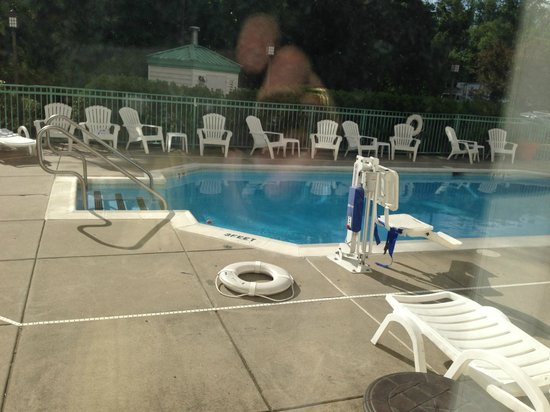 Holiday Inn Express Philadelphia NE - Langhorne: Pool Area
