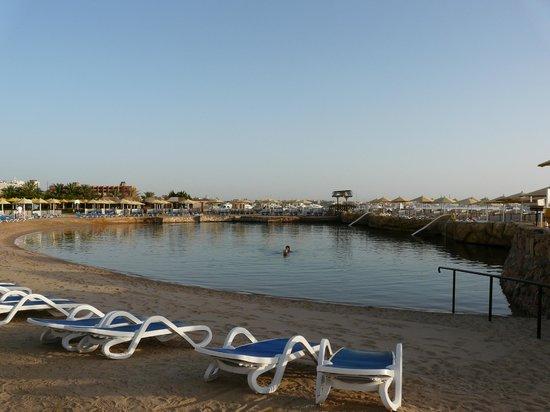 SUNRISE Holidays Resort: Lagoon beach