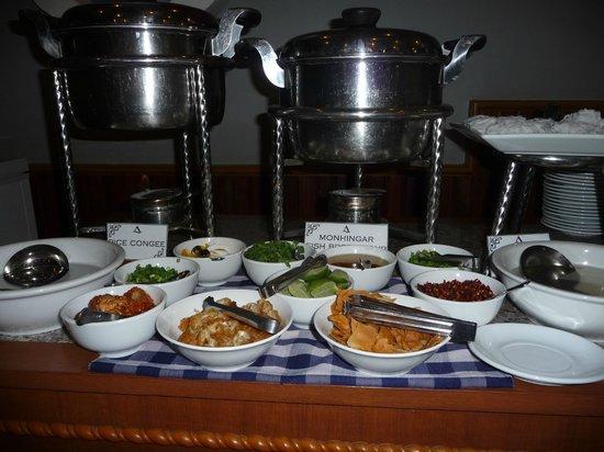 Ayarwaddy River View Hotel : Breakfast buffet