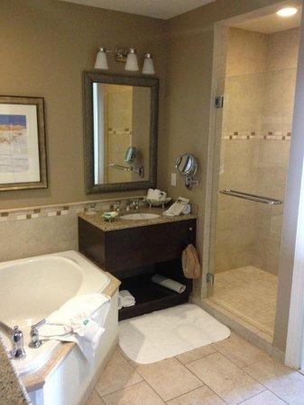 Sandpearl Resort: Bathroom - 1 bdrm deluxe suite