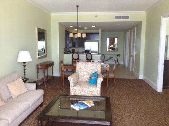 Sandpearl Resort: Living Room - 1 bdrm deluxe suite