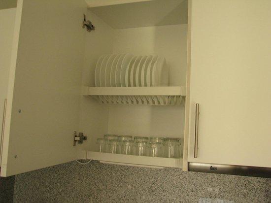 Dunas Maspalomas Resort: Equipped Kitchen Cupboard