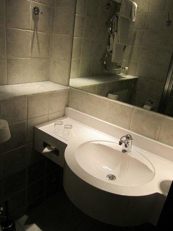 Nordic C Hotel: Bathroom