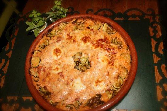 iViva Maria!: ¡Artesanal y deliciosa! Lasaña de carne con ragú a la boloñesa.