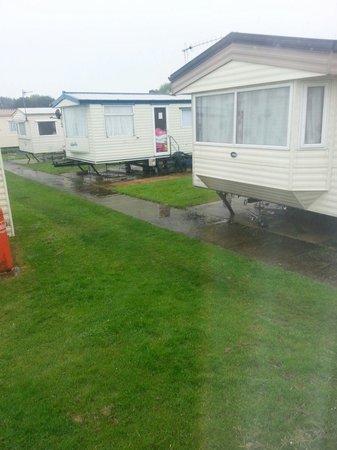 Cayton Bay Holiday Park - Park Resorts: Close proximity of surronding caravans elm 31