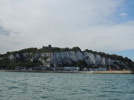 Dover White Cliff Tours: Here's what you get to see from the bay...what a joke.