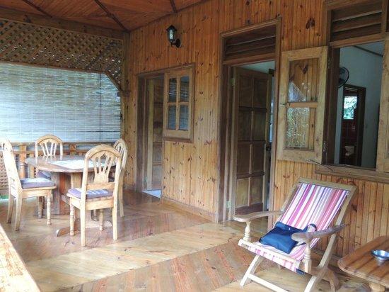 Bois d'Amour Guesthouse: Terrasse bungalow