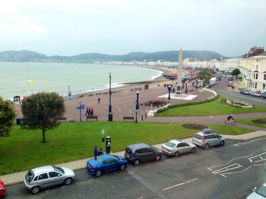 Lawton Court Hotel: View of the promenade from room seven
