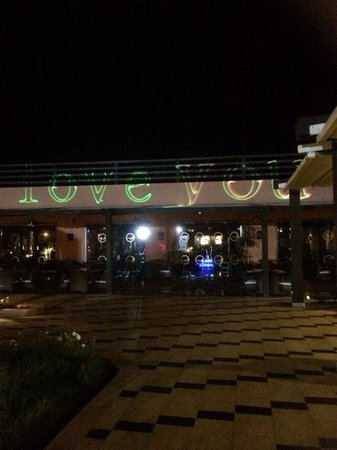 Be Live Family Aqua Fun Marrakech: italian restuarant lit up at showtime