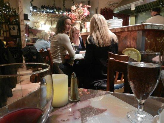 Caruso's Tuscan Cuisine: Cozy Setting