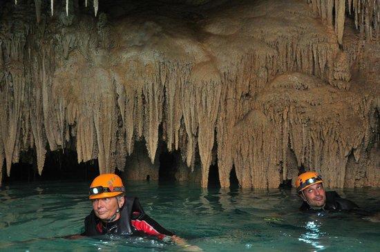 Rio Secreto : Floating along