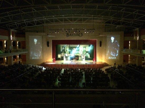 Barcelo Bavaro Beach - Adults Only : Das Theater im Palace ist beeindruckend und groß