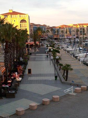 Residence Mer & Golf Port Argelès : La promenade bord du port