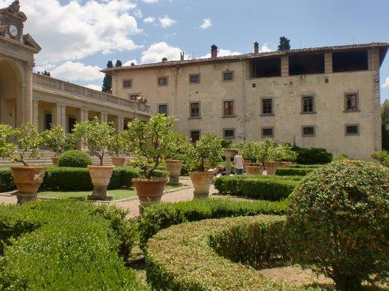 I Sapori di Caruso: giardino all'italiana