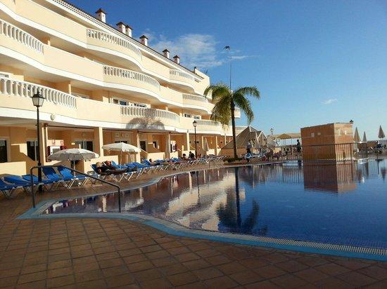 Bahía Flamingo Hotel: Un lato dell'hotel alle spalle del ristorante!!!