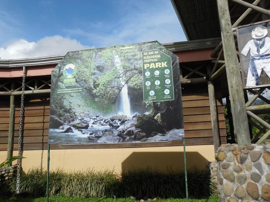 Hotel Lavas del Arenal: Waterfall entrance near hotel