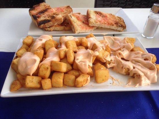 L'Ancora Restaurant : Pan Tomate und Patatas Bravas, super