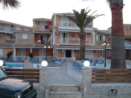 Turtle Beach Hotel: Looks beautiful in the sunset
