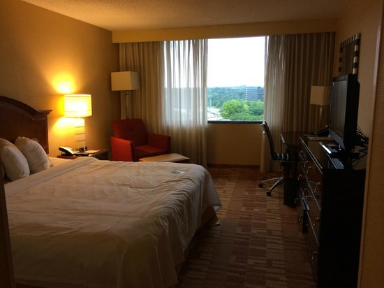 Nashville Airport Marriott: room