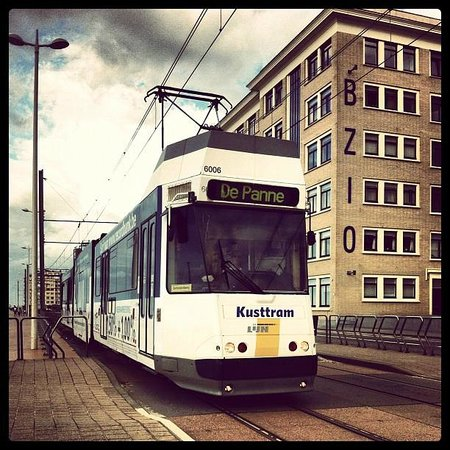 The Kusttram : Kusttram t.h.v. Oostende Ravelingen