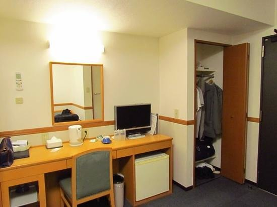 Hotel Hokke Club Kyoto: enough storage and power outlets for two guests