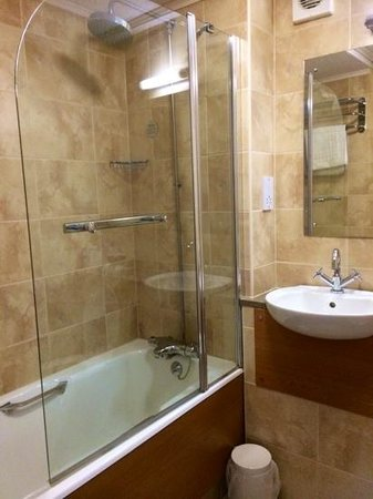 Mercure Altrincham Bowdon Hotel: nice clean bathroom