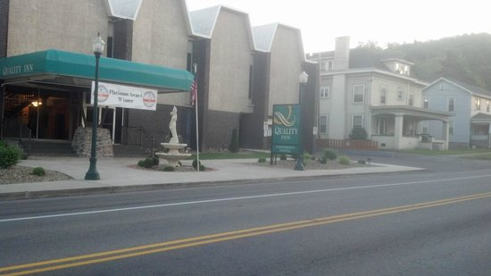 Quality Inn and Conference Center: Street view