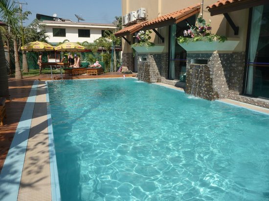 Ayarwaddy River View Hotel : Pool