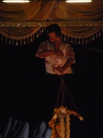 Ayarwaddy River View Hotel : Puppet show-rooftop restaurant