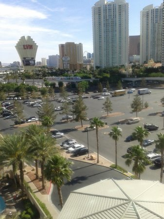 Hilton Grand Vacations Suites - Las Vegas (Convention Center): View from our window