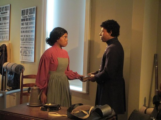 Gettysburg Seminary Ridge Museum: A African American couple saying goodbye