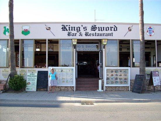 The King's Sword: The Kings Sword Bar & Restaurant