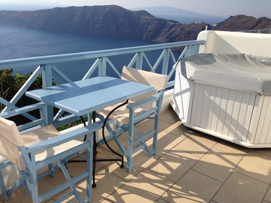 Absolute Bliss Imerovigli Suites: View from terrace