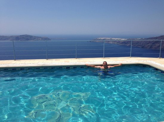 Absolute Bliss Imerovigli Suites: Pool with a view