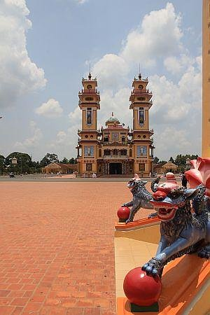 Cao Dai temple 1
