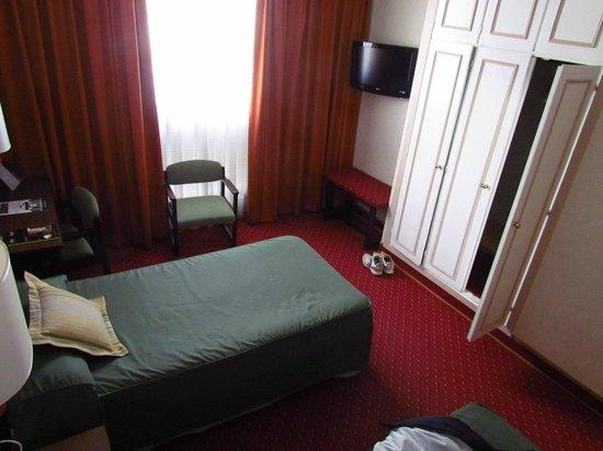 Hotel Puerta de Toledo: Camera