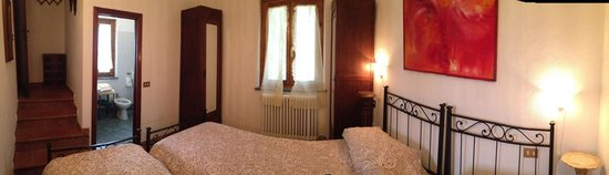Agriturismo Le Capanne : Bedroom No. 2 with en-suite bathroom of the apartment Amelia