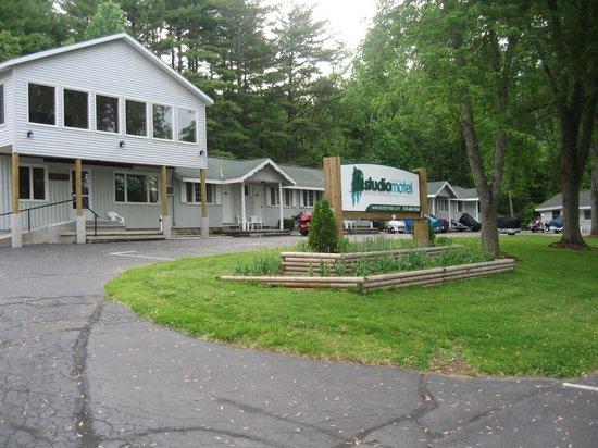 ستوديو موتل: The best place to stay in Lake George
