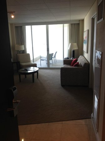 GALLERYone - A DoubleTree Suites by Hilton Hotel: Looking into the room from the front door