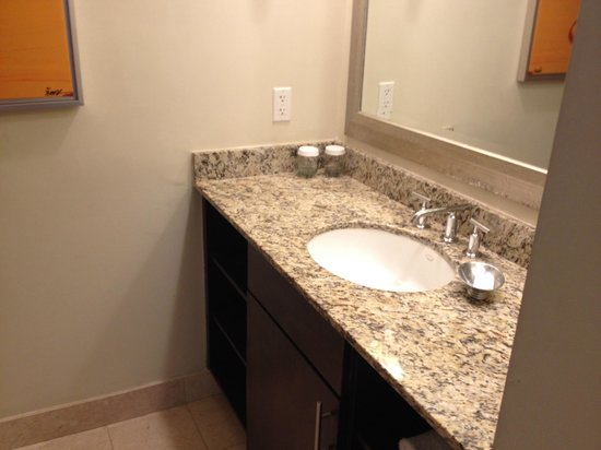GALLERYone - A DoubleTree Suites by Hilton Hotel: Bathroom sink