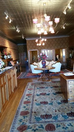 Bishop Victorian Hotel: Lobby