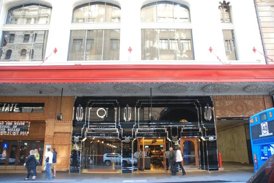 QT Sydney : Hotel street view