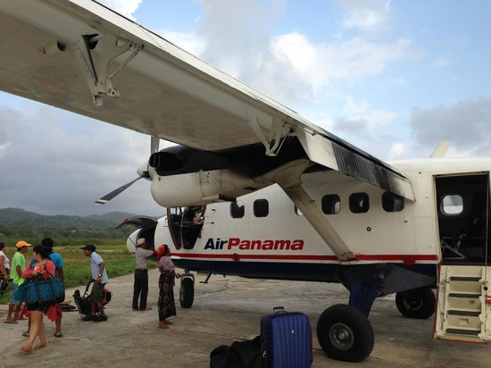 Yandup Island Lodge: Air Panama Twin Otter