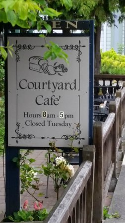 The Courtyard Cafe : Look for this sign!
