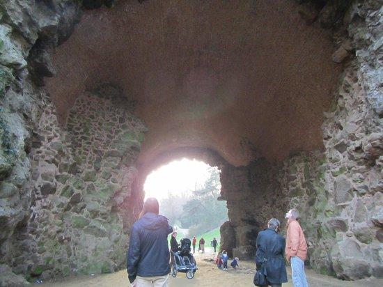 Bois de la Cambre and Foret de Soignes : close up on the walk underpass