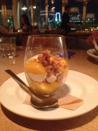 Bills, Odaiba: Lemon Cheesecake Crunch dessert at Bill's - delicious!