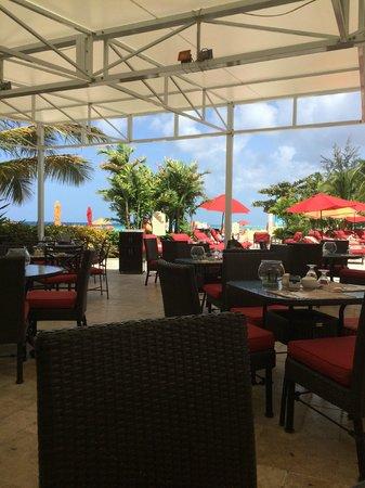Ocean Two Resort & Residences: having breakfast