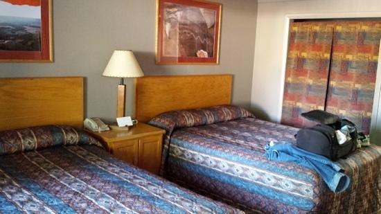 Rustic Inn: double queen room