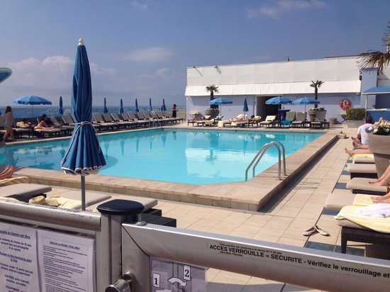 Radisson Blu Hotel, Nice: The swimming pool on the roof of the hotel.