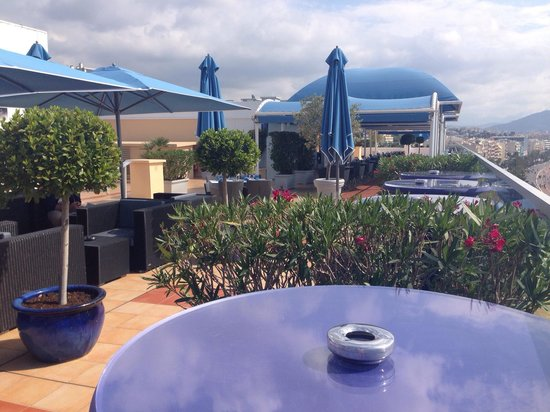 Radisson Blu Hotel, Nice: There is also a café on the roof, just next to the swimming pool, it is shown on this picture.